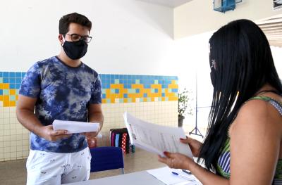 As escolas organizaram a entrega do material de estudos impresso para alunos das unidades de ensino urbanas e rurais