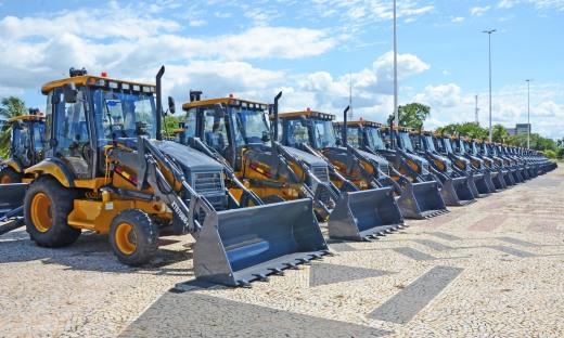 220 das 231 máquinas e equipamentos que serão entregues aos municípios já se encontram-se no pátio do Palácio Araguaia