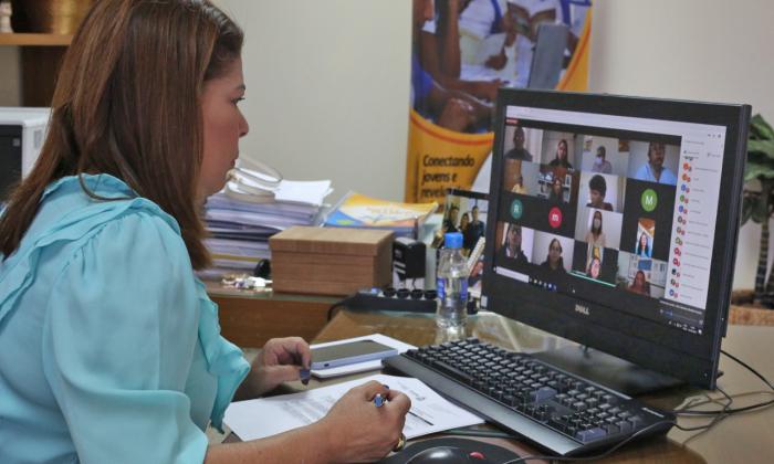 Em cerimônia on-line, a titular da Seduc empossa novos coordenadores dos polos da UAB no Tocantins