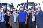 Governador Mauro Carlesse iniciou a entrega das máquinas pesadas aos gestores municipais nesta segunda