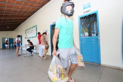 Em Araguaína, mais de 20 mil famílias dos estudantes da rede municipal receberam os alimentos.