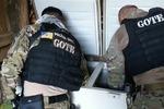 Policiais Civis fazem buscas em um dos alvos da operação