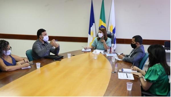 Em reunião com a Undime, a titular da Seduc, Adriana Aguiar, socializou as ações da Pasta em andamento e as que estão em planejamento - Mateus Oliveira/Governo do Tocantins