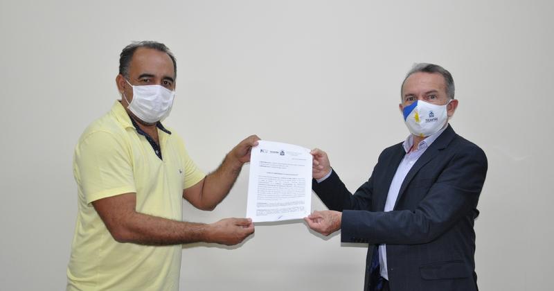 Hernani de Melo, representante do proprietário da rodoviária e Edson Cabral, presidente da ATR, respectivamente