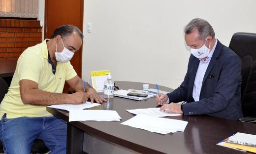 Hernani de Melo, representante do proprietário da rodoviária; e Edson Cabral, presidente da ATR, respectivamente