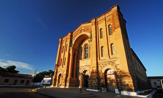 A Catedral Nossa Senhora das Mercês é a única do Estado no estilo românico de Toulouse