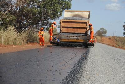 Equipes seguem trabalhando na TO-080, entre Palmas e Paraíso do Tocantins.