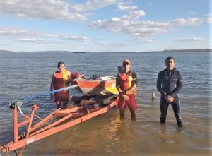 Bombeiros militares se preparam para iniciar as buscas,  no Lago, em Porto Nacional