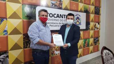 No encontro, o gestor Thiago Dourado recebeu do presidente da ACIJA, Armando Luz, um ofício que solicita o apoio do Governo do Tocantins para a retomada econômica da região do  Jalapão