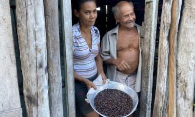 Foto 4 - A família de Benedita Pereira, que é conhecida na região de Santa Fé do Araguaia pelo delicioso café - Governo do Tocantins_400.jpg