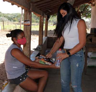 A Secretaria de Saúde disponibilizou máscaras e álcool em gel para as comunidades rurais e equipe