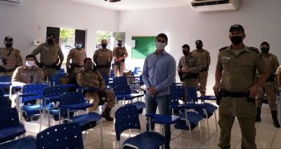 Diretor técnico do Detran-TO, Luã Henrique, junto a policiais militares do 1º Batalhão da Polícia Militar (BPM).