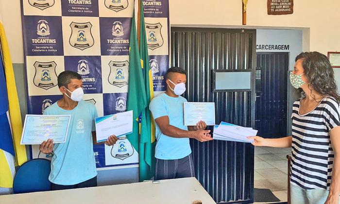 Recebimento da certificação pela UFT pela participação no clube de leitura
