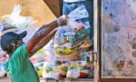 As cestas estão sendo entregues em parceria com associações, Cras e outras entidades