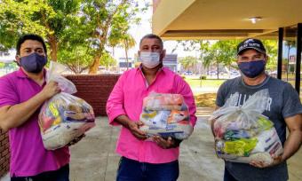 Foram entregues 130 cestas básicas aos representantes da Associação Comitiva dos Tropeiros da Fé do Senhor do Bonfim