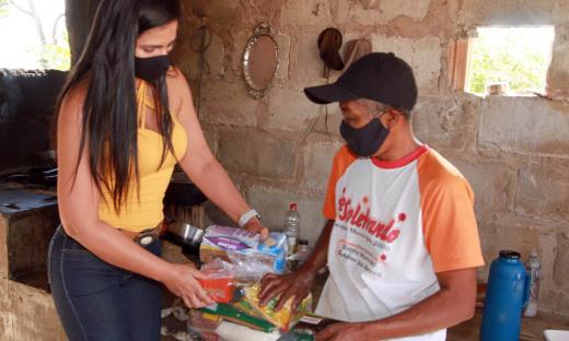 Além das ações de educação ambiental, o projeto entregou cestas básicas para a população carente da zona rural