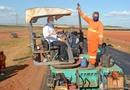 Governador Mauro Carlesse acompanhou como estão as obras de reconstrução da TO-080