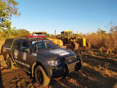 Máquina Valtra e patrol Caterpillar recuperadas pelo GOC, no valor de aproximadamente R$ 263.900,00.