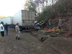 Com o forte impacto, quatro pessoas morreram na BR-153