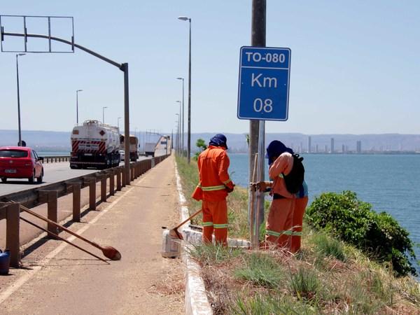 Ponte da Amizade e da Integração está recebendo serviços de revitalização da sinalização viária