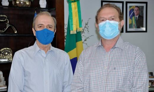 Governador Mauro Carlesse e Henrique Prata durante encontro no Palácio Araguaia nesta terça-feira, 15
