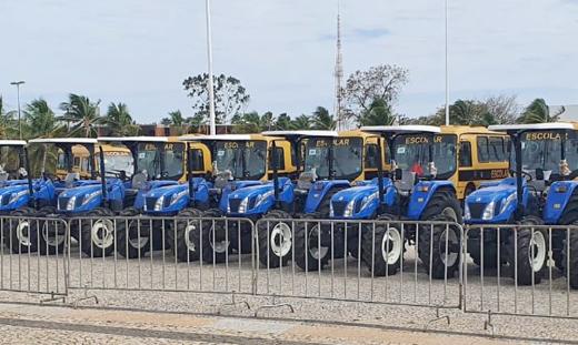 A execução da 2ª fase, com o valor de R$ 4.804.300,00 se refere à aquisição de 46 tratores de 75 Cv, 46 grades aradoras e 45 carretas de 4 toneladas