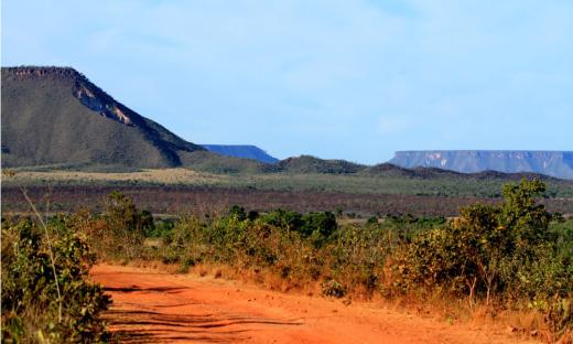 Unidades de conservação incluem os espaços territoriais e seus recursos ambientais, incluindo as águas jurisdicionais, com características naturais relevantes