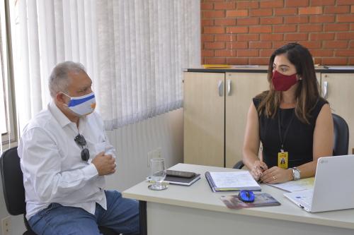 A Diretora da Sics, Geanny Pinheiro recebe o diretor da Fomento, Jorge Luiz Matheus para acertar detalhes do atendimento na Sala Empresarial