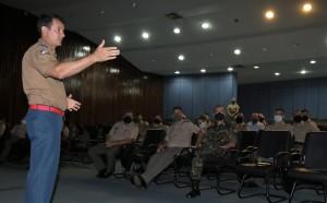 Coronel Leandro apresenta a estrutura do CBMTO ao general da 3ª Brigada de Infantaria Motorizada