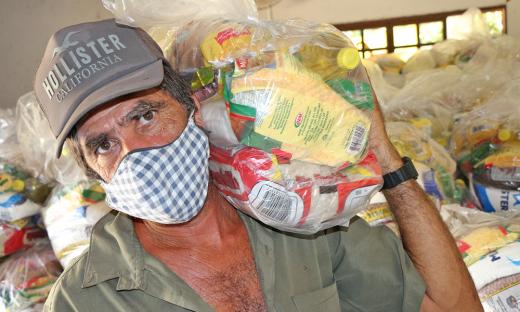 Pescador de Filadélfia José Oliveira da Silva, de 48 anos, beneficiado pela entrega de cestas