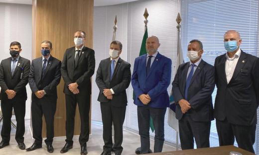 Assinatura do contrato ocorreu na sede da instituição financeira em Brasília