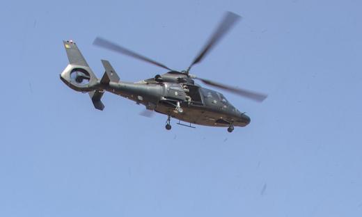 Militares, brigadistas e fiscais com viaturas, barcos e helicóptero monitoram e visitam propriedades rurais por onde houve incêndios florestais