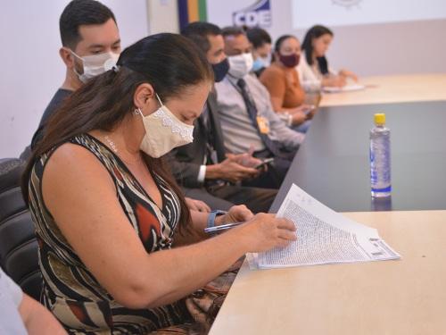 Adriana Puertas assinou autorização do registro de seu lote