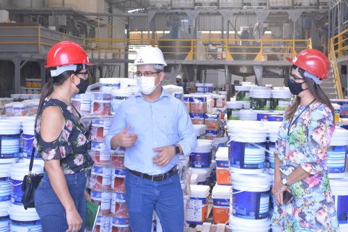 Diretoras conheceram parte do trabalho desenvolvido na fábrica com o representante Edson Alves