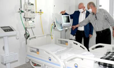 Leitos são equipados com ventiladores, respiradores mecânicos, monitores multiparâmetros e carrinhos de emergência