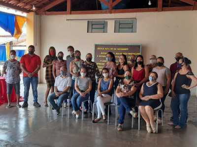 Equipe da Escola Estadual XV de Novembro, de Tocantinópolis, comemora o resultado do Prêmio Gestão - Seduc / Governo do Tocantins