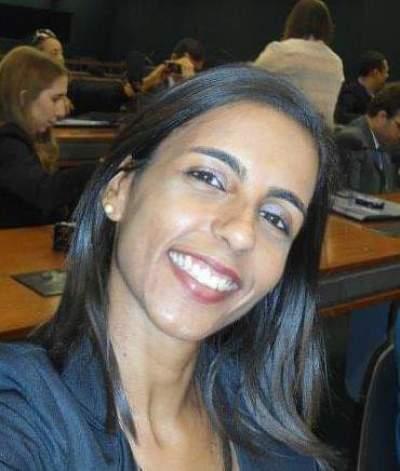 Professora Simone Resplandes Borges, gestora da Escola Estadual GTI  XV de Novembro