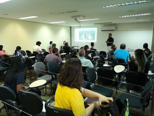 Os servidores da Secad participam do curso ministrado pelo superintendente de Gestão e de Ações de Controle Interno da CGE, Benedito Martiniano da Costa Neto