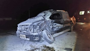 Camionete que se envolveu na colisão era ocupada por quatro pessoas. Duas precisaram de atendimento prioritário do Corpo de Bombeiros Militar