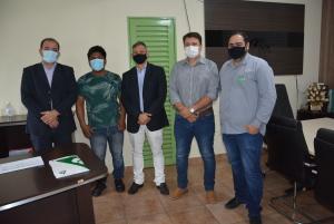 O novo gestor, Fabiano Miranda, também recebeu o representante em seu gabinete