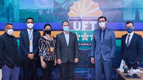 O Reitor da UFT, Luís Eduardo Bovolato recebeu a comitiva da Secretaria e os executivos da Senior