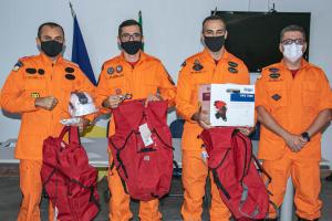Os três primeiros colocados da esquerda para a direita: capitão Lopes, sargento Rafael Maciel, major Cruvinel, junto com o coronel Farias (E)