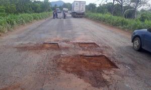 No local estão sendo realizados os serviços de tapa-buracos, limpeza do sistema de drenagem e roçagem