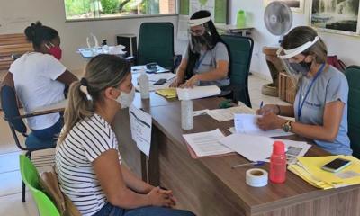 Equipe técnica de assistentes sociais e assessoria jurídica da Terratins estão recebendo as famílias para entrevista