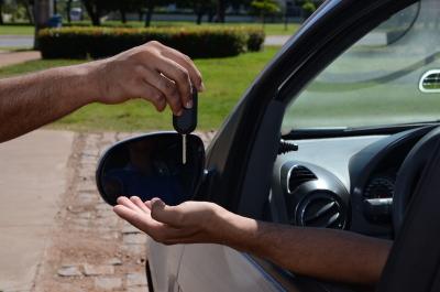 Ao vender seu veículo, faça o comunicado de venda ao Detran e evite aborrecimentos