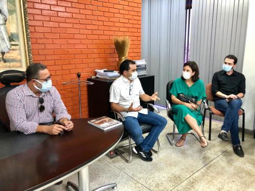 Eliane Martins explicou projeto ao secretário Tom Lyra (e) e ao vice-governador, Wanderley Barbosa