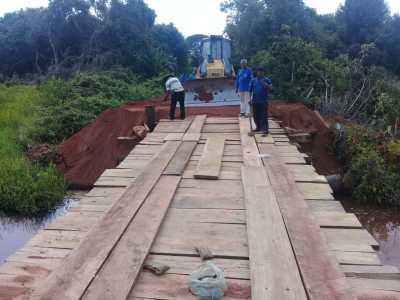 Ponte sobre o rio Andorinha na TO-165 recebe nova estrutura e novos encabeçamentos.