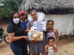 Famílias de alunos são atendidas com as doações de alimentos