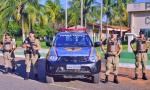 Policiais militares em frente ao 1° BPM