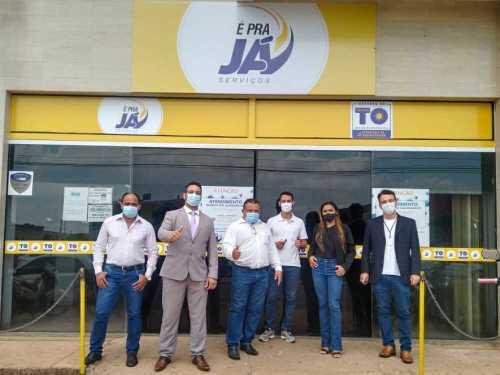 Secretário da Administração, Bruno Barreto, em visita a unidade do É Pra Já de Araguaína